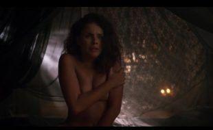 Paloma Bernardi nua em cena erótica