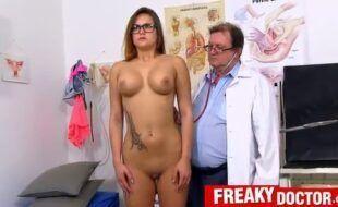 Barbara Bieber no ginecologista tarado