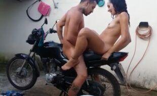 Transando com à EX em cima da moto