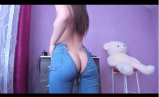 Novinha na CAM usando seus brinquedinhos